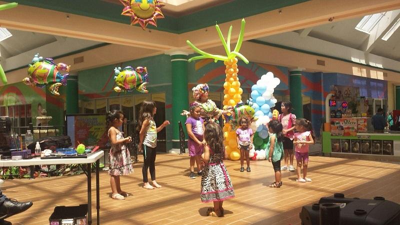 Tenchita the Clown Public Event Plaza Del Sol